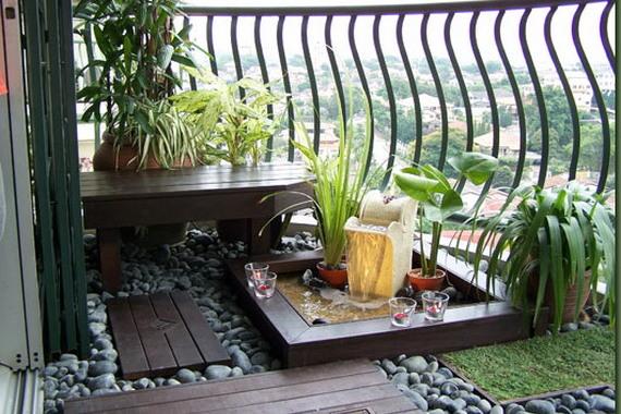 balcon amenajat cu plante si pietre