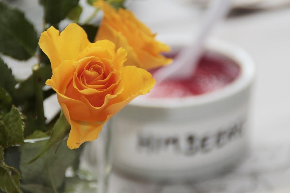 dulceata de trandafiri galbeni