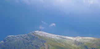 ninsoare in Bucegi in plina vara